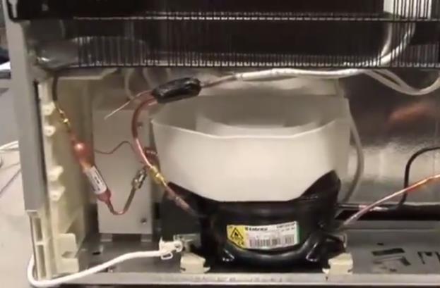 给客户的电冰箱不冷维修